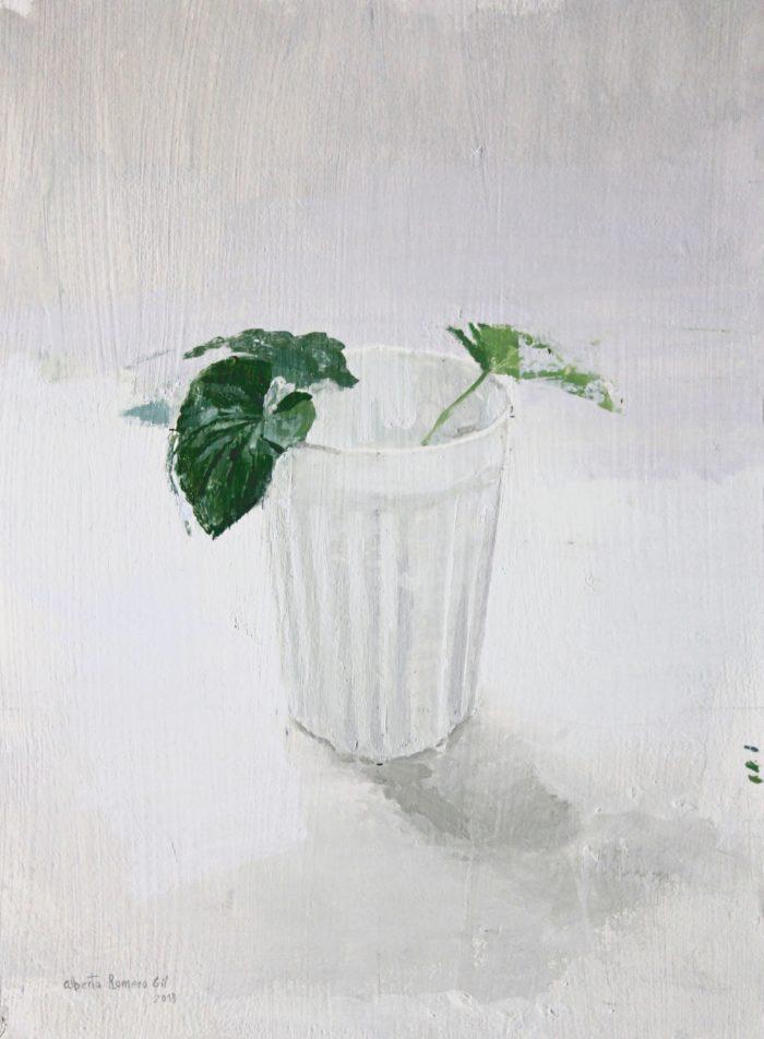 Vaso con hojas de lilas