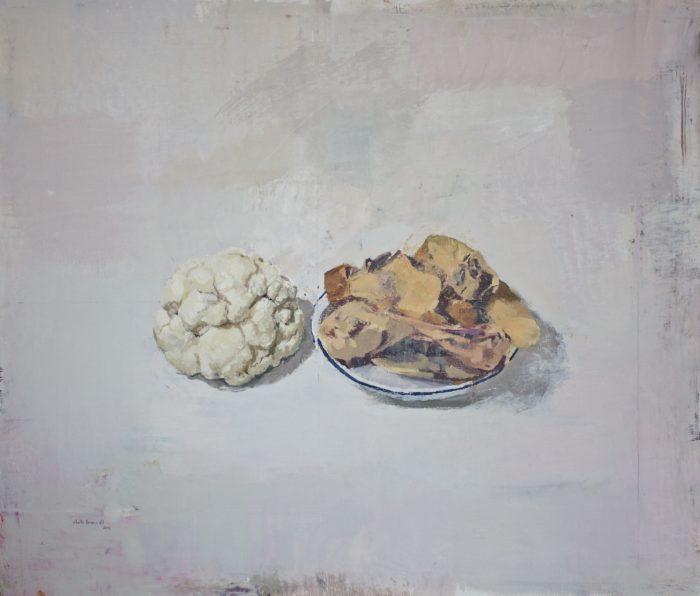 Coliflor y plato con huesos de jamón